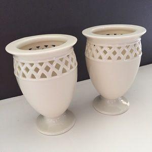 Set of 2 white flower vases. New!